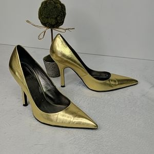 Leather metallic gold pointed toe shiny heels